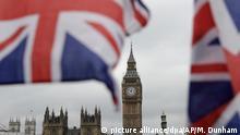 England Britische Fähnchen an einem Touristen-Geschäf in London