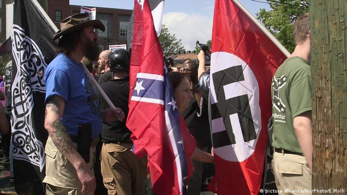 Charlottesville Demonstration Nazi Flagge Rechtsradikalismus (picture-alliance/NurPhoto/E.Molli)