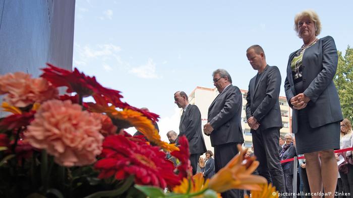 Berlin Gedenken an die Opfer des Mauerbaus (picture-alliance/dpa/P. Zinken)