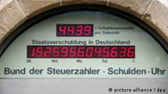 Die Schuldenuhr des Bundes der Steuerzahler in Berlin (29.1.2009, Quelle: DPA)