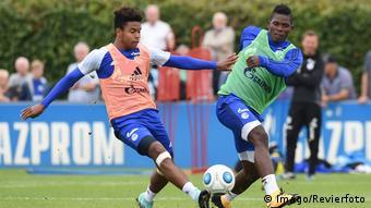 Fußball 1 Bundesliga Weston McKennie (L) Training FC Schalke