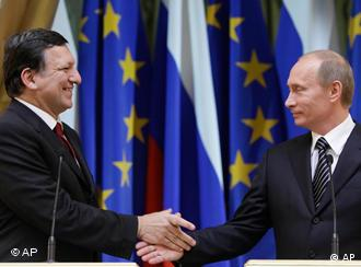 Russian Prime Minister Vladimir Putin, right, shakes hands with European Commission President Jose-Manuel Barroso after their news conference in Moscow, Russia, Friday, Feb. 6, 2009