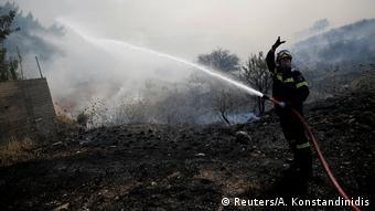 Υπεράνθρωπες προσπάθειες καταβάλλουν οι πυροσβέστες στο Βαρνάβα