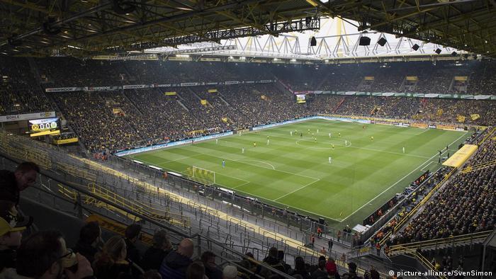 Fußballstadien in Deutschland- Signal Iduna Park in Dortmund (picture-alliance/SvenSimon)