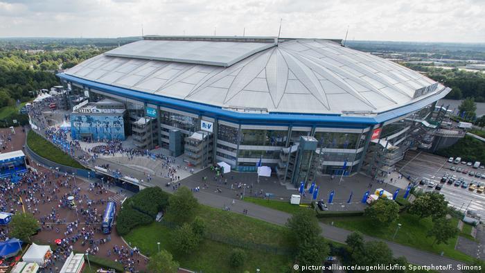 Fußballstadien in Deutschland- Veltins-Arena in Gelsenkirchen (picture-alliance/augenklick/firo Sportphoto/F. Simons)