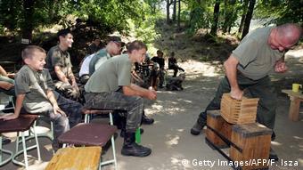 Kinder in Ungarn nehmen teil an einem Sommercamp mit militärischem Training bei Mogyorod (Foto: Getty Images/AFP/F. Isza)
