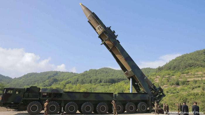 Nordkorea Rackete (picture alliance/AP Photo)