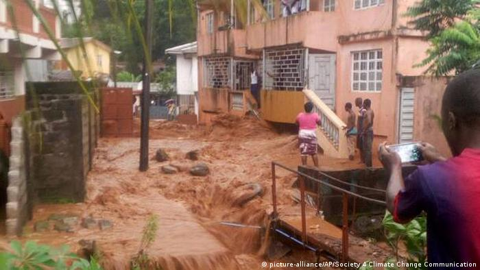 Sierra Leone Freetown Überschwemmungen (picture-alliance/AP/Society 4 Climate Change Communication)