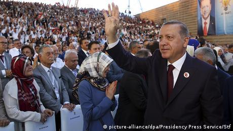 """Γ. Καρς (SPD): ΕΕ """"γιοκ"""" όσο είναι Πρόεδρος ο Ερντογάν"""