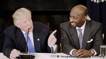 USA Donald Trump und Kenneth Frazier (Imago/ZumaPress/O. Douliery)