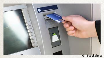 Deutschkurse | Wortschatz | WBS_Foto_Bankautomat