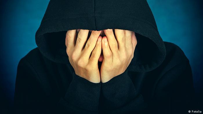 Anonymer Mann mit Kaputze Symbolbild (Fotolia)