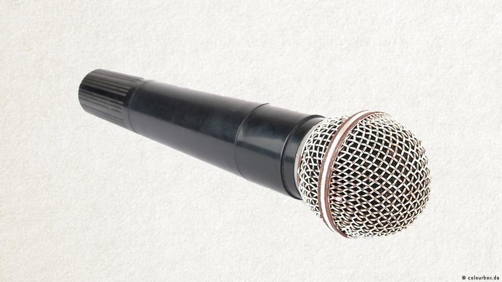 Deutschkurse | Wortschatz | WBS_Foto_Mikrofon