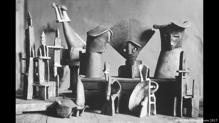 Works of clay created by Gerhard Marcks, and assembled by an unknown photographer, 1919 (VG Bild-Kunst, Bonn 2017)