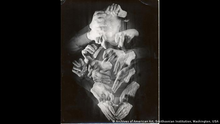 1945 silver gelatine image from the Marguerite Wildenhain Papers (Archives of American Art, Smithsonian Institution, Washington, USA)