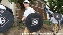 Members of the Unite the Right rally carrying shields (picture-alliance/ZUMA Wire/A. Lohr-Jones)