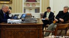 ARCHIV 28.01.2017 +++ FILE PHOTO: U.S. President Donald Trump (L), seated at his desk with National Security Advisor Michael Flynn (2nd R) and senior advisor Steve Bannon (R), speaks by phone with Australia's Prime Minister Malcolm Turnbull in the Oval Office at the White House in Washington, U.S. January 28, 2017. REUTERS/Jonathan Ernst/File Photo