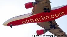 ARCHIV - Ein Airbus A330-200 der Fluggesellschaft Air Berlin befindet sich am 04.08.2015 im Landeanflug auf den Flughafen Stuttgart (Baden-Württemberg). Die Fluggesellschaft Air Berlin hat Insolvenzantrag gestellt. Foto: Christoph Schmidt/dpa +++(c) dpa - Bildfunk+++ | Verwendung weltweit