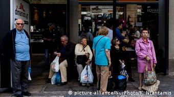 «Είναι οι μεγάλοι χαμένοι της καταστροφικής ελληνικής κρίσης: οι συνταξιούχοι»