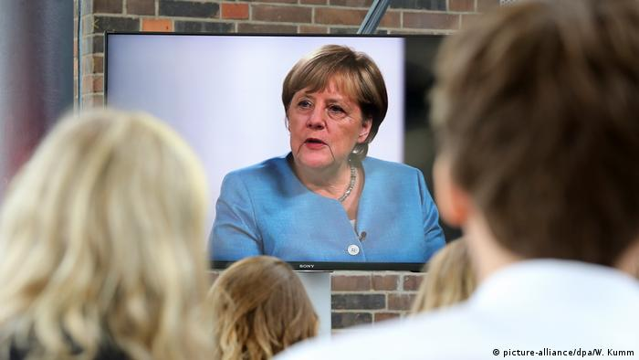 Deutschland Merkel Interview mit YouTubern (picture-alliance/dpa/W. Kumm)