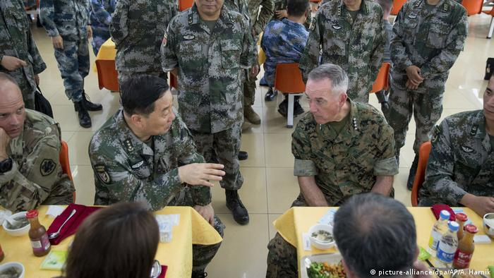 China | US-Generalstabschef Joseph Dunford in Haichung (picture-alliance/dpa/AP/A. Harnik)