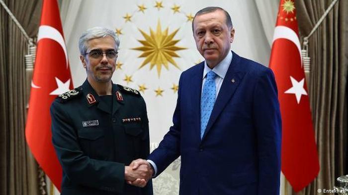 محمدحسین باقری، رئیس ستاد کل نیروهای مسلح جمهوری اسلامی و رجب طیب اردوغان، رئیس جمهوری ترکیه