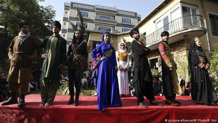 Afghanistan Modenschau in Kabul (picture-alliance/AP Photo/R. Gul)