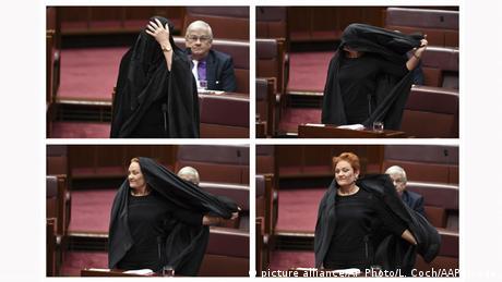 السيناتور الأسترالية، باولين هانسون، أثناء نزع البرقع في البرلمان الأسترالي.