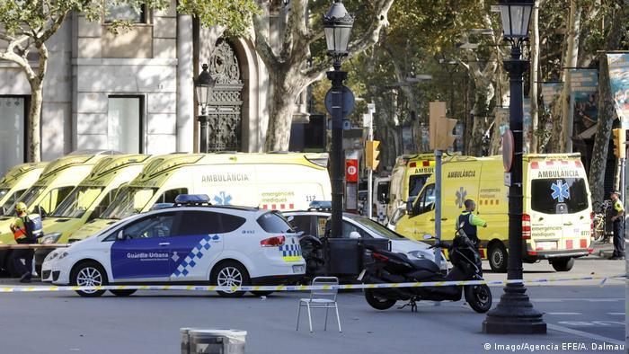 Spanien Barcelona Lieferwagen fährt in Menschenmenge (Imago/Agencia EFE/A. Dalmau)