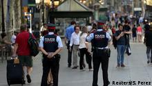 Spanien Polizeipräsenz am Tag nach dem Terroranschlag in Barcelona