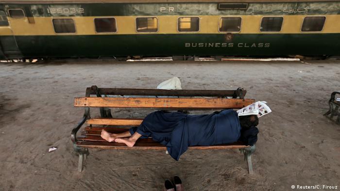 2. BG Pakistan Probleme bei der Wiederbelebung der Karachi Bahn (Reuters/C. Firouz)