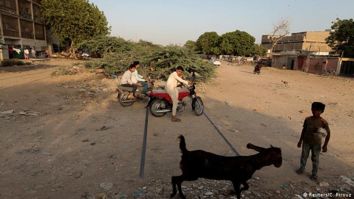 3. Pakistan Probleme bei der Wiederbelebung der Karachi Bahn (Reuters/C. Firouz)