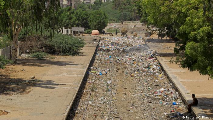 6. Pakistan Probleme bei der Wiederbelebung der Karachi Bahn (Reuters/C. Firouz)