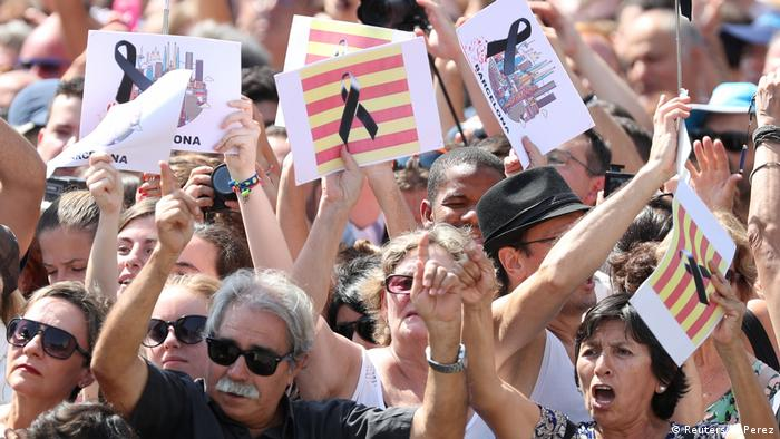 Spanien Schweigeminute nach Terroranschlag in Barcelona (Reuters/S. Perez)