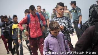 Migrantë nga Maroku mbërrijnë në Tarifa, në jug të Spanjës