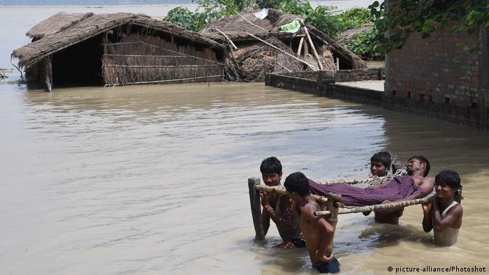 Indien Bihar Überschwemmungen (picture-alliance/Photoshot)
