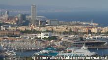 Aerial view of buildings in Barcelona city, Spain. | Verwendung weltweit, Keine Weitergabe an Wiederverkäufer.