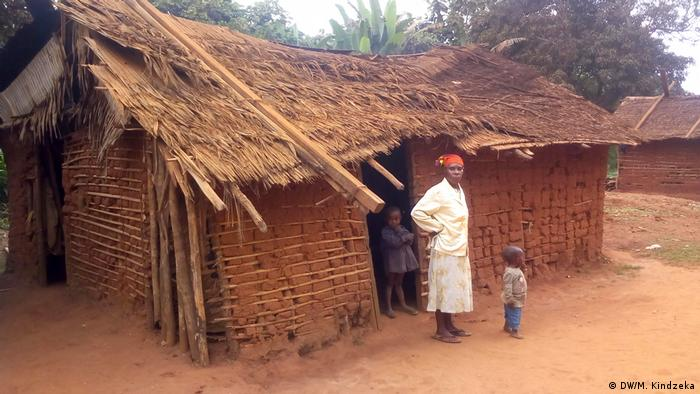 Cameroon's indigenous in Louie village (DW/M. Kindzeka)