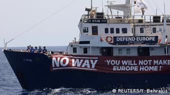 Судно идентаристов в Средиземном море