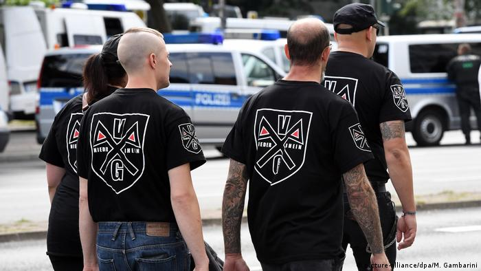 Neo-Nazis march in Berlin's Spandau (picture-alliance/dpa/M. Gambarini)