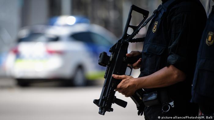 Barcelonal Polizei Sicherheit Terror Anschlag (picture-alliance/Photoshot/M. Balk)