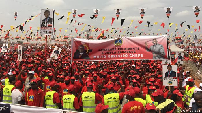 Angola MPLA Wahlkampagne Jose Eduardo dos Santo (DW/ A. Cascais)