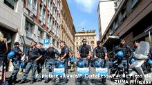 Polizei räumt von fast 1000 Migranten besetztes Haus in Rom (picture alliance/P. Cortellessa/Pacific Press via ZUMA Wire/dpa)
