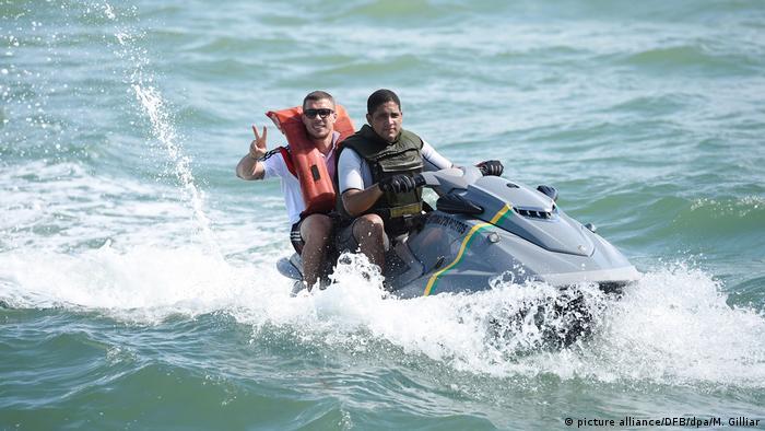 Lukas Podolski passeia de jet ski na costa brasileira durante a Copa de 2014