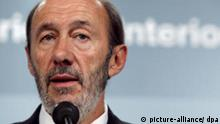 Spanish Home Affairs minister Alfredo Perez Rubalcaba speaks during a press conference held at the ministry headquarters in Madrid, Spain on 23 September 2008. Rubalcaba said that there is no clue or evidence that the two alleged ETA members arrested in France have any link with a string of three ETA car bombings in northern Spain within 24 hours. EPA/ANGEL DIAZ +++(c) dpa - Report+++