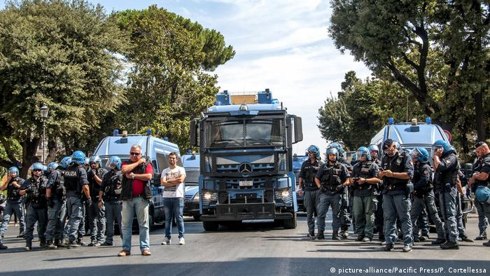 Police deployed in central Rome for the removal of migrants sheltering in a former office building