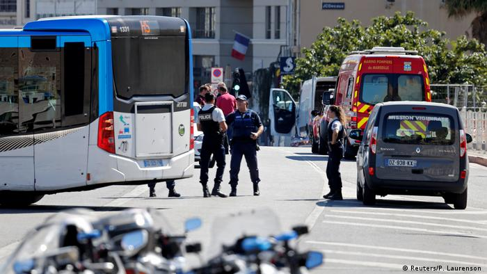 Frankreich Auto fährt in Bushaltestelle in Marseille (Reuters/P. Laurenson )