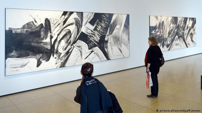 Karl Otto Götz exhibition at the Neue Nationalgalerie in Berlin (picture-alliance/dpa/R.Jensen)