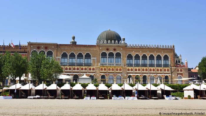 Italien Venedig - Lido de Venezia: Hotel Excelsior (Imago/Imagebroker/A. Friedel)