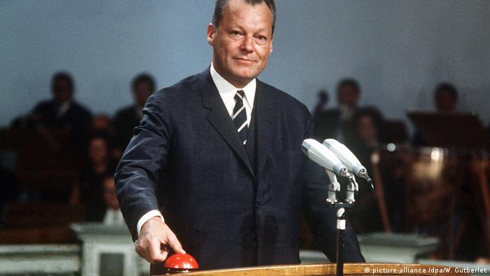 Willy Brandt introducing color TV in Germany (picture-alliance /dpa/W. Gutberlet)